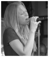Lacy Saunders, Vocals